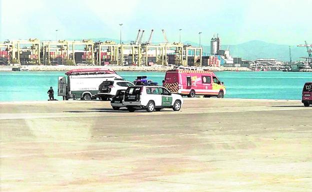 Dos menores mueren tras lanzarse de un barco carguero en el puerto de Valencia