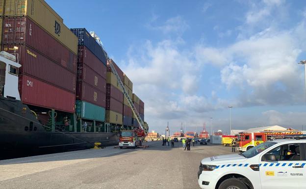 Dos polizones mueren asfixiados en el contenedor de un barco en Valencia