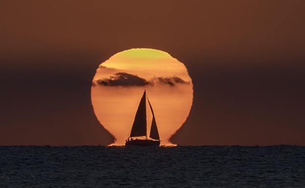 La foto de un amanecer en Cullera despierta el interés de la NASA por el inusual 'efecto omega'