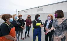 Calero califica a la Asociación Mujeres de Mar de Gandia como «valiente y decidida»