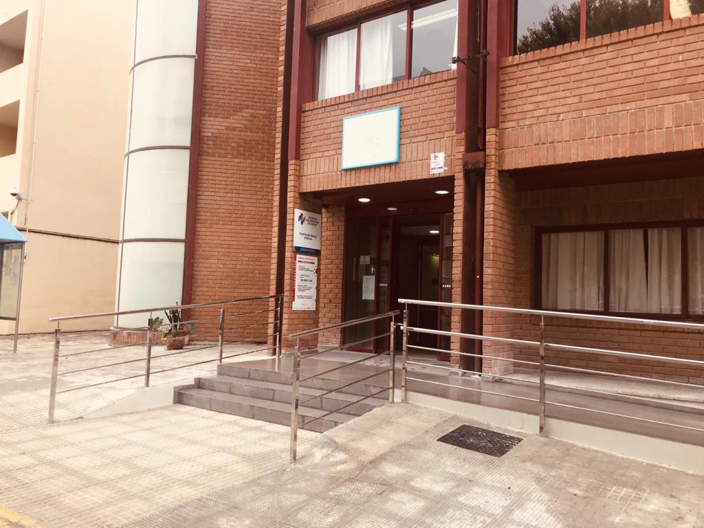 El Centro de Salud de Oliva renueva el sistema de radiología y mejora los accesos
