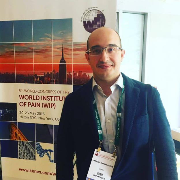 El Doctor Manuel Cifrián, radiólogo intervencionista especialista en el dolor y director de la Unidad de Técnicas Mínimamente Invasivas para el Tratamiento del Dolor (UTEMI) del Hospital IMED Valencia.