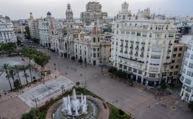 PP y Cs reclaman suspender una feria del libro en la plaza del Ayuntamiento