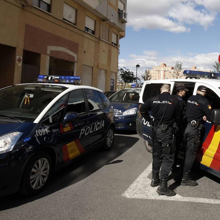Detenido un hombre en Alicante por agredir a su pareja con una cuchilla de afeitar en la cara, las manos y el cuello