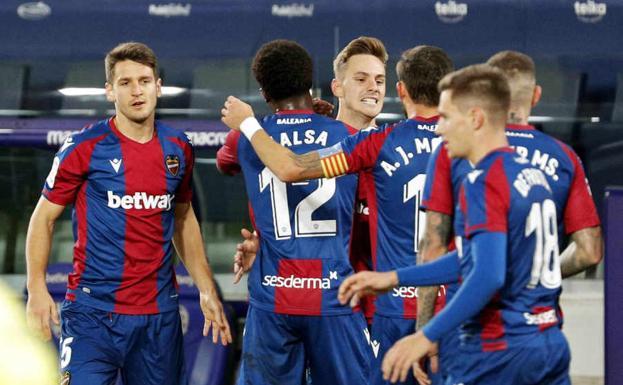 Los jugadores del Levante celebran un gol./EFE