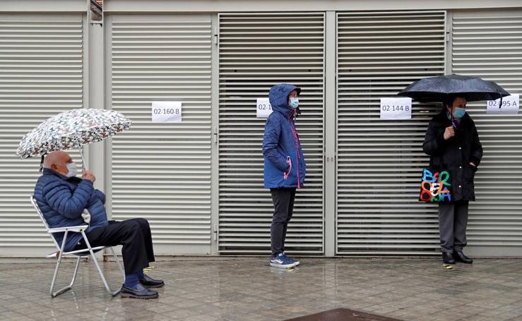 Las fotos más curiosas de las elecciones catalanas del 14F de 2021