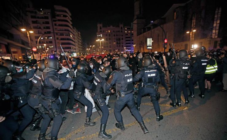 Incidentes en Valencia durante la concentración en apoyo al rapero Pablo Hasél