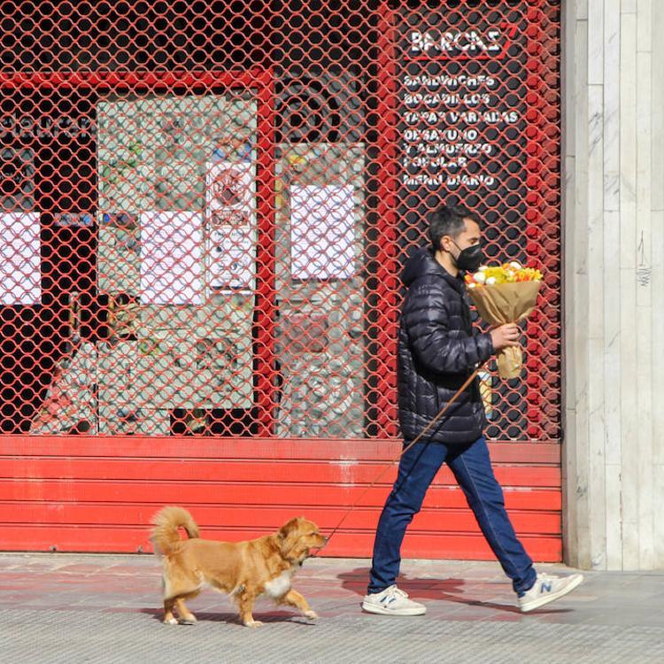 El centro de Valencia pierde sus tabernas más emblemáticas