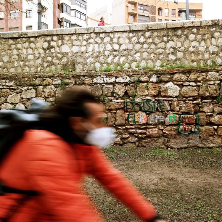 Las zonas históricas del jardín del Turia sufren humedades y actos de vandalismo
