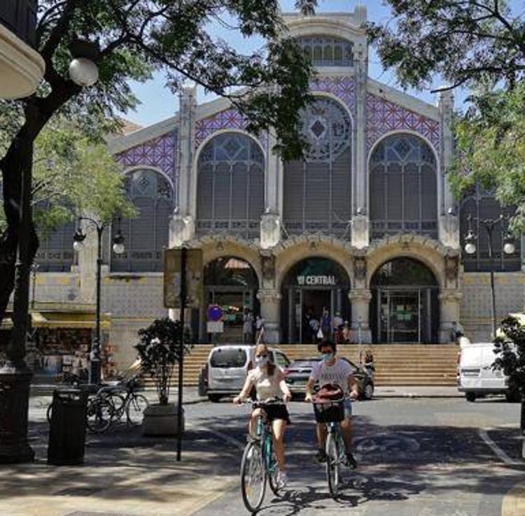 El Mercado Central de Valencia se actualiza: servicio a domicilio y Bizum