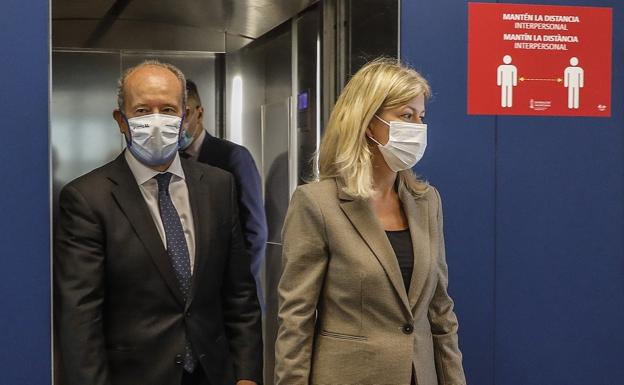 La consellera de Justicia, Gabriela Bravo, junto al ministro Campo. /LP