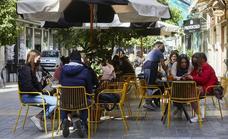 Las reuniones en la calle y en las casas se amplían en la Comunitat tras el estado de alarma