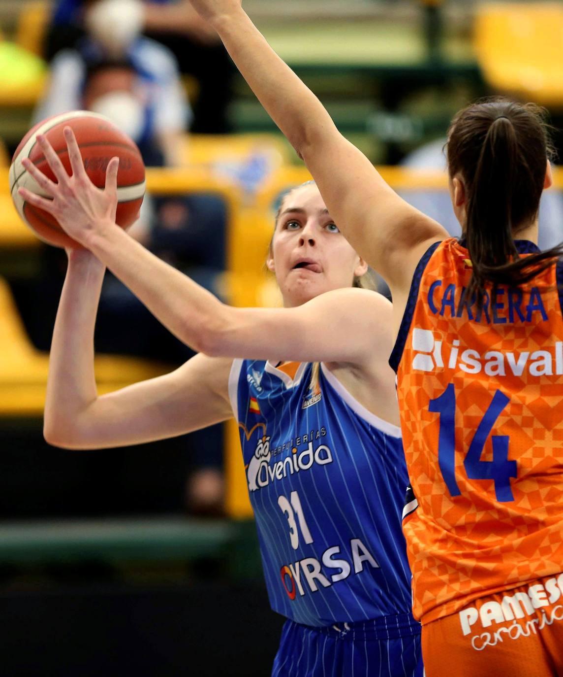 Las mejores imágenes del Perfumerías Avenida-Valencia Basket