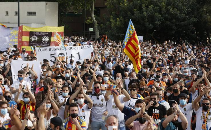Manifestación de la afición del Valencia CF contra Lim
