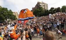 Los vídeos de la manifestación de la afición del Valencia CF: «Ni Lim, ni príncipes ni amos»