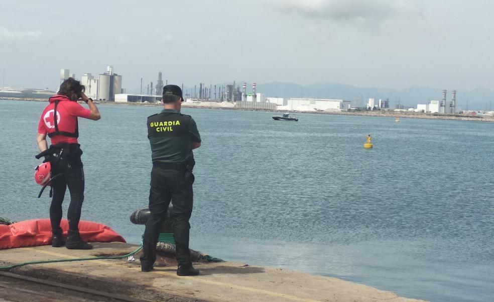 Estibadores del puerto de Castelló paralizan su actividad hasta que no se encuentre a su compañero desaparecido