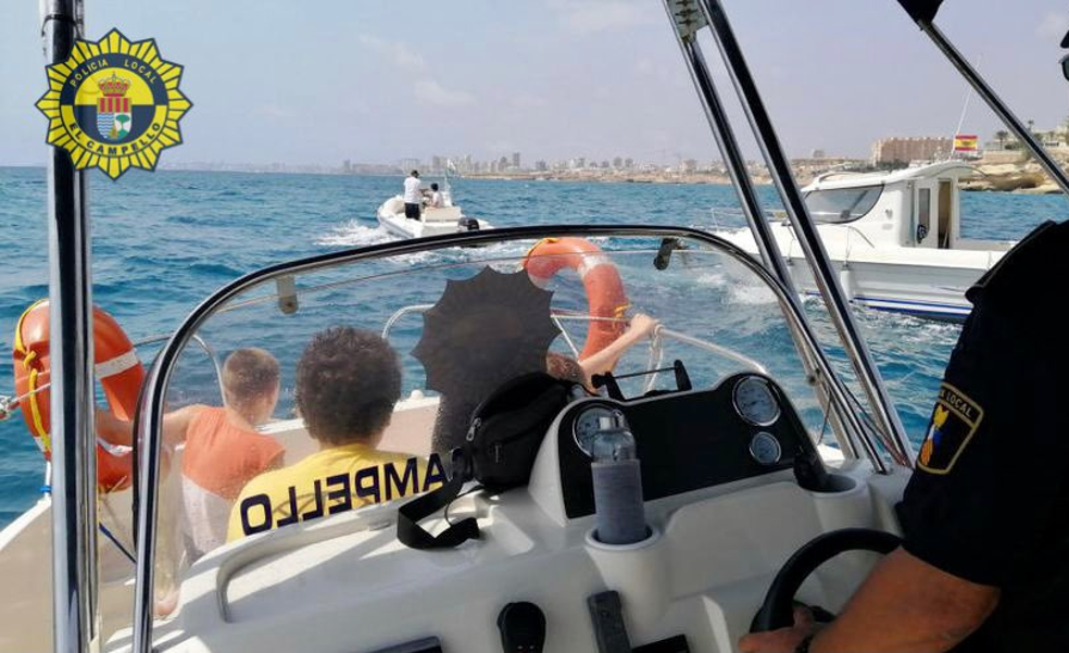 Rescatada una niña de 11 años herida en el mar a bordo de un barco en El Campello