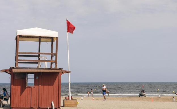 Cierran las playas del Puig, Puçol y Pobla de Farnals por un vertido desconocido
