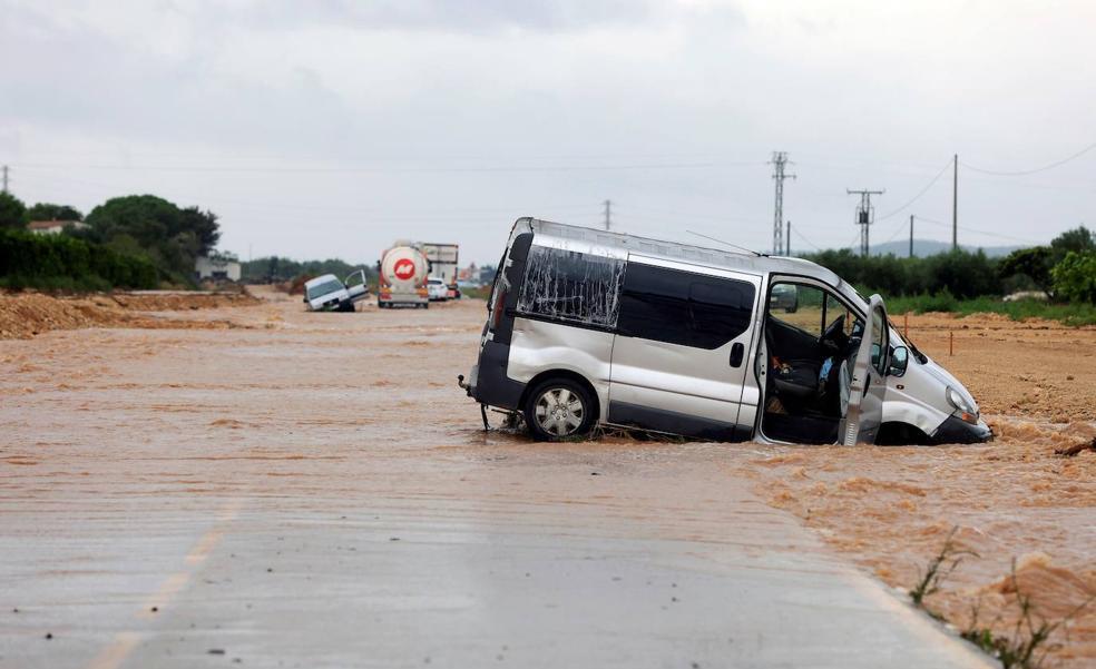 Retrasos en trenes, rescates e inundaciones en Castellón