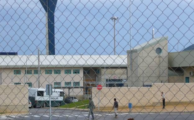 Denuncian que los trabajadores de la prisión de Albocàsser deben limpiar las estancias del centro