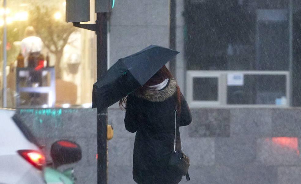Aemet anuncia la llegada de frentes de lluvias y tormentas a Alicante