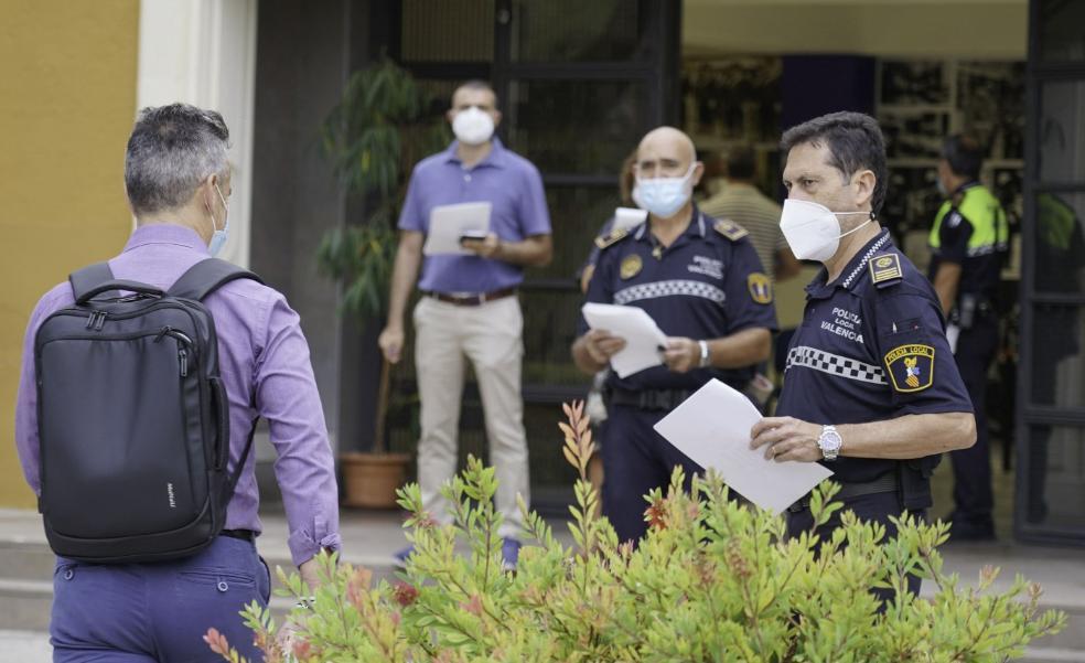 El Ayuntamiento bloquea 53 plazas de policía local pese a la falta de agentes