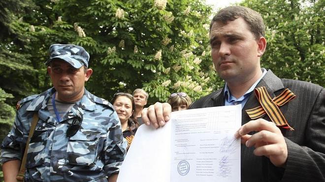 La UE sanciona a 13 personas y dos empresas más por la crisis en Ucrania