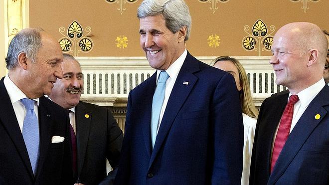 Kerry advierte a Rusia de más sanciones si altera las elecciones en Ucrania