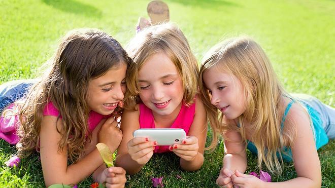 Reino Unido analizará el efecto de los móviles en los niños