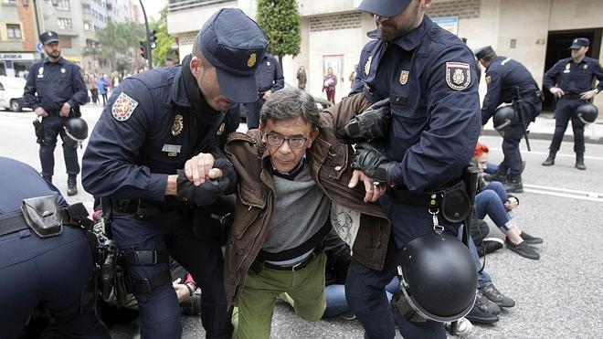 Desalojan el centro 'okupa' La Madreña de Oviedo