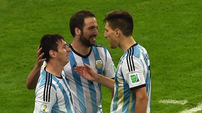 Higuaín: «Me encantaría» jugar con Messi en el Barcelona