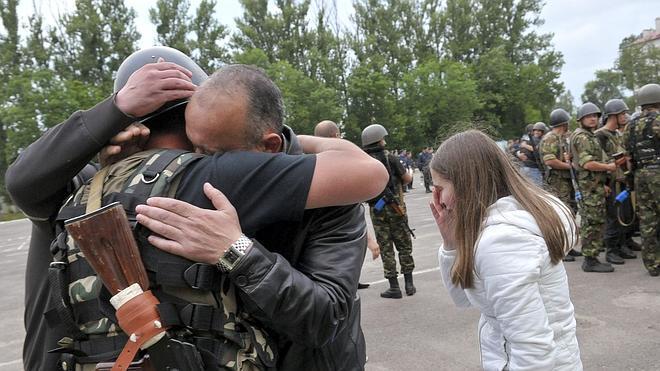 Ucrania decreta un alto el fuego unilateral
