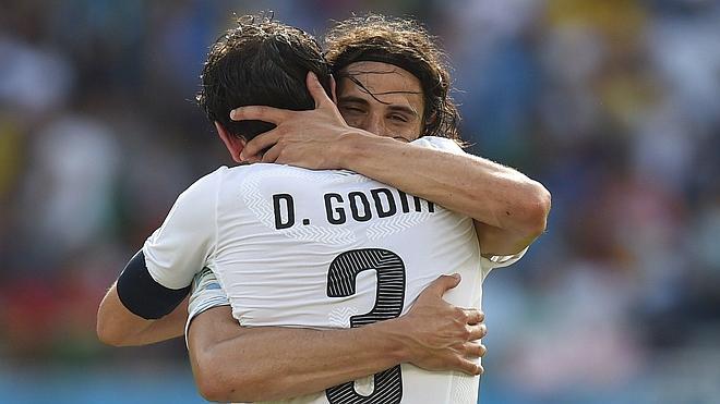 Uruguay muerde a Italia