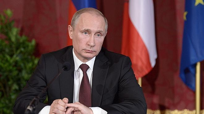 El Senado ruso revoca el permiso para que Putin mande tropas a Ucrania