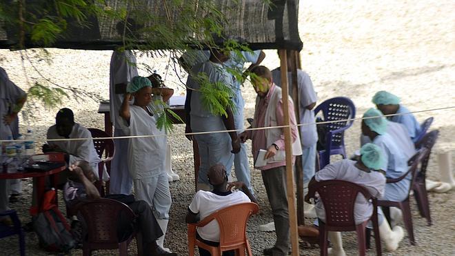 La OMS pide «medidas drásticas» contra el ébola