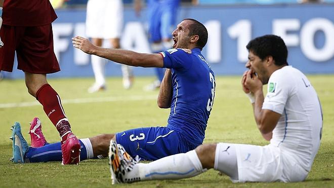La FIFA sanciona a Suárez con 4 meses sin jugar