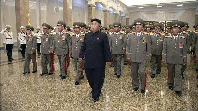Kim Jong-un sorprende al aparecer cojeando en la televisión norcoreana