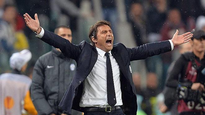 Antonio Conte dimite como entrenador del Juventus