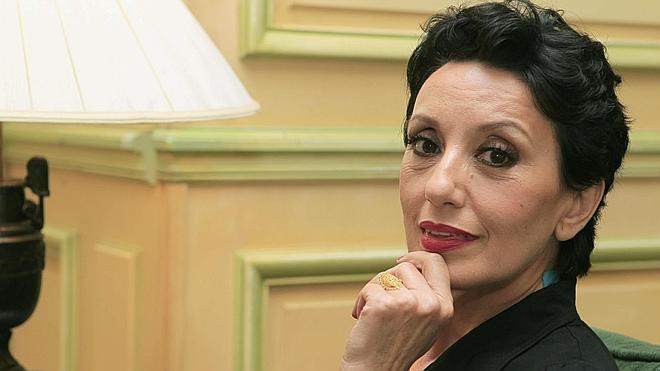 Luz Casal: «Me moriría de vergüenza si me escaquease en un concierto»