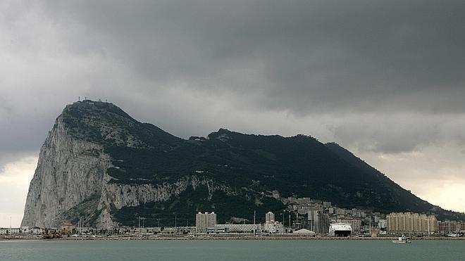 La UE emplaza a Madrid y Londres a investigar el contrabando en Gibraltar
