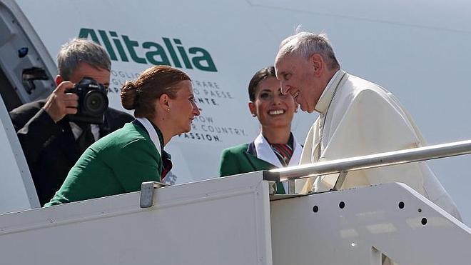 El avión del Papa Francisco pone rumbo a Seúl