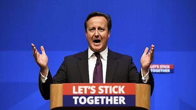 Cameron, Clegg y Miliband se comprometen a devolver poderes a Escocia si el 'no' gana el referéndum