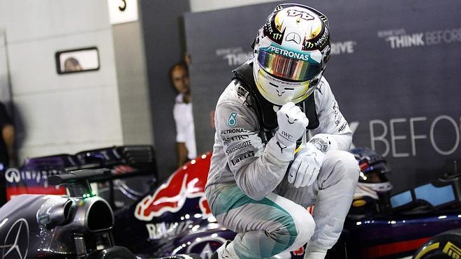 Hamilton pone el Mundial al rojo vivo