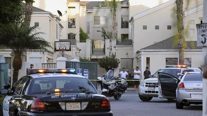 Un alcalde californiano muere tiroteado por su esposa