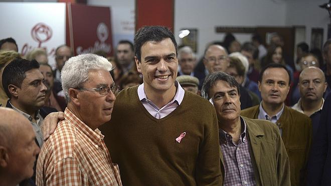 """Sánchez defiende que el PSOE responde a la """"crisis de la democracia con más democracia"""""""