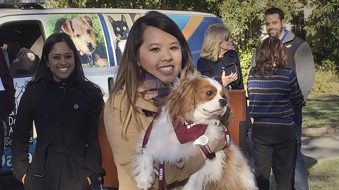 La enfermera que superó el ébola en EE UU se reúne con su perro, Bentley