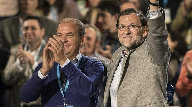 Monago devolverá «cada céntimo» de sus viajes a Canarias cargados al Senado