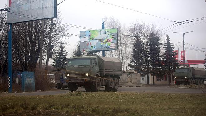 La OTAN denuncia la entrada de convoyes rusos en Ucrania y Moscú lo niega