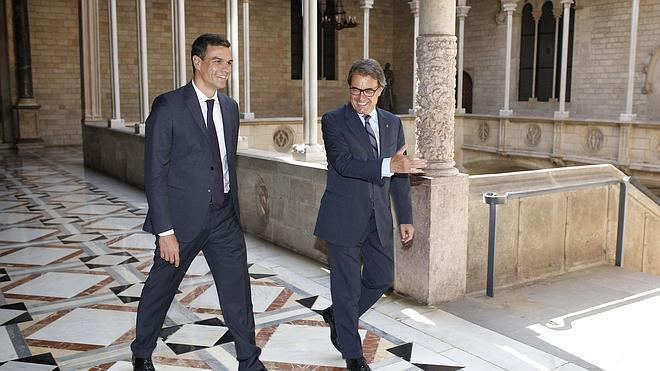 Génova acusa a Sánchez de «hacer el juego» a Mas con la reforma constitucional