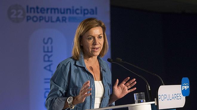 Cospedal acusa a Sánchez de querer «dinamitar» las reglas del juego